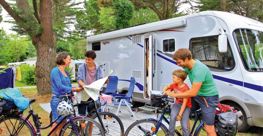 le camping zoo de branf r ecole nicolas hulot camping manoir de ker an poul camping. Black Bedroom Furniture Sets. Home Design Ideas